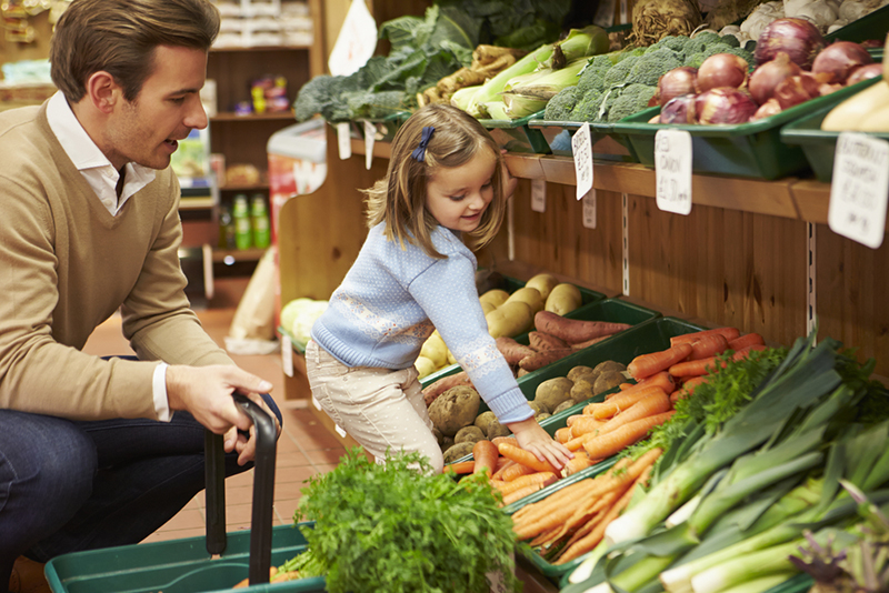 Dad grocery shopping with daughter
